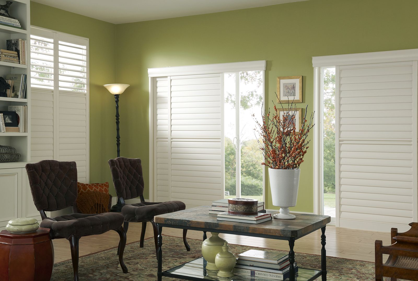 Vanilla • Two panel By-Pass • 3½ inch louver • 5 inch deco valance • Deluxe Divider Rail • Clearview® hidden rear tilt